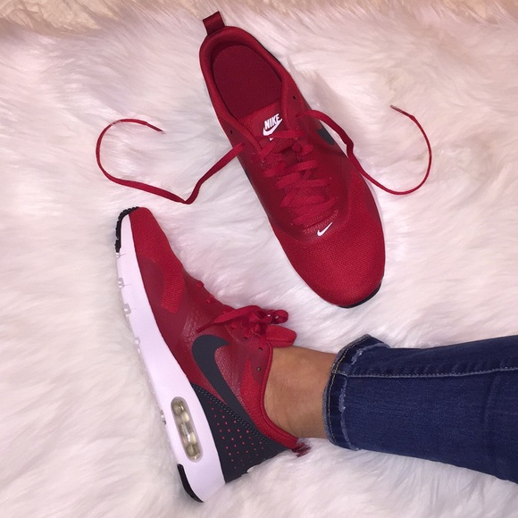 huge selection of 7d1c8 d2976 Nike Air Max Tavas Red Black